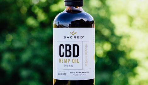 Бутылка CBD масла залпом, ради доказательства его безопасности
