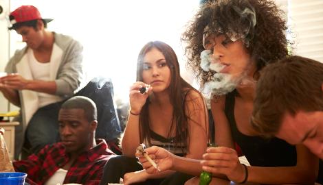 Молодые американцы предпочитают марихуану, чем сигареты