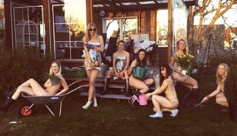 """В Instagram отметили """"День голого садовода"""""""