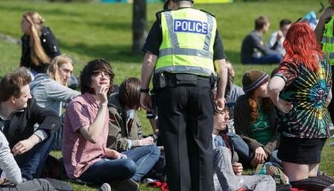 Великобритания: Даешь дилерам легальную работу!