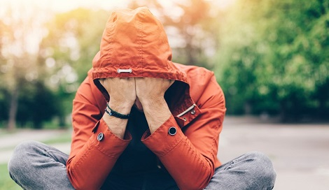 Каннабис и депрессия: терапия или усугбление?