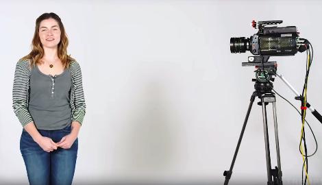Видео: Девушки первый раз в жизни пробуют травку