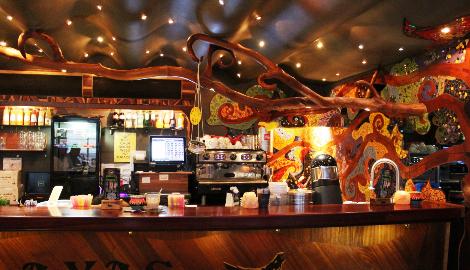 Видео: В гостях в кофешопе в Амстердаме