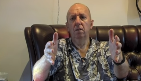 Британец с болезнью Паркинсона показал эффективность конопли в прямом эфире