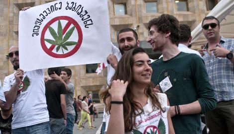 Грузия планирует освободить осужденных за наркотики