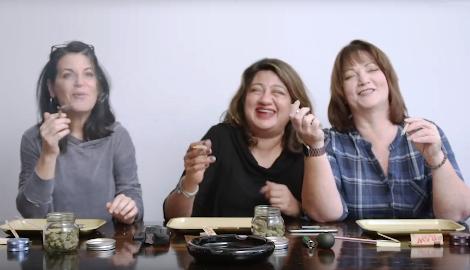 Видео: Дамы учатся скручивать джоинт